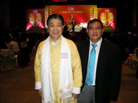 与杨伟文友合影