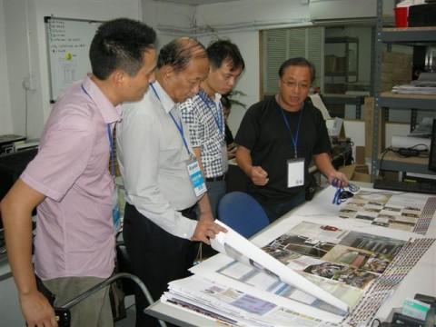 e-print CEO佘绍基向到访朋友讲解色彩管理理论与实践
