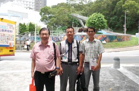照片左起:林和安先生、徐碧荣先生、马桂鸿教授